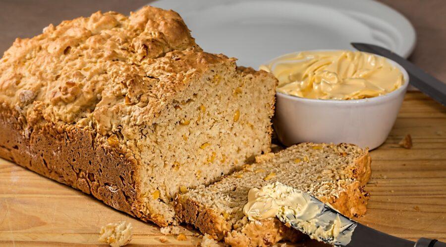 Koruzni kruh brez gnetenja